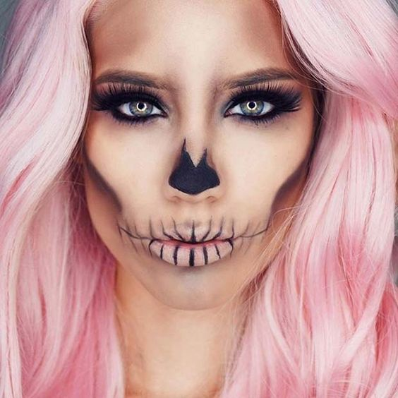 Skull makeup for Halloween by @lindasteph